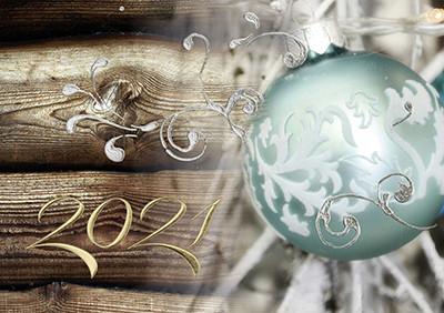Weihnachtskarte 8762 Holz mit Weihnachtskugel